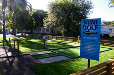 mini golf at Edgewater Holiday Park